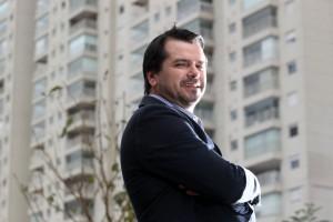Síndico, Sandro Gonçalves